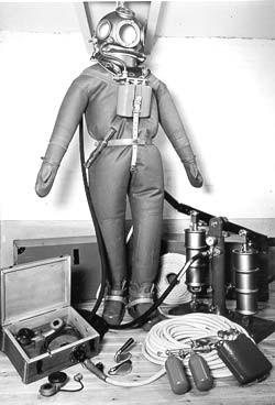 Damals: Kompletter Taucheranzug Poseidon mit Pumpe und Telefon.
