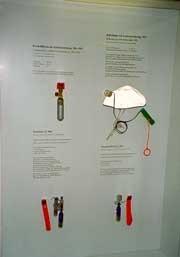 Pressluftflaschen, die Auslösevorrichtung SECUMATIC 10 und die Pressluft-Handauslösung PH 71.