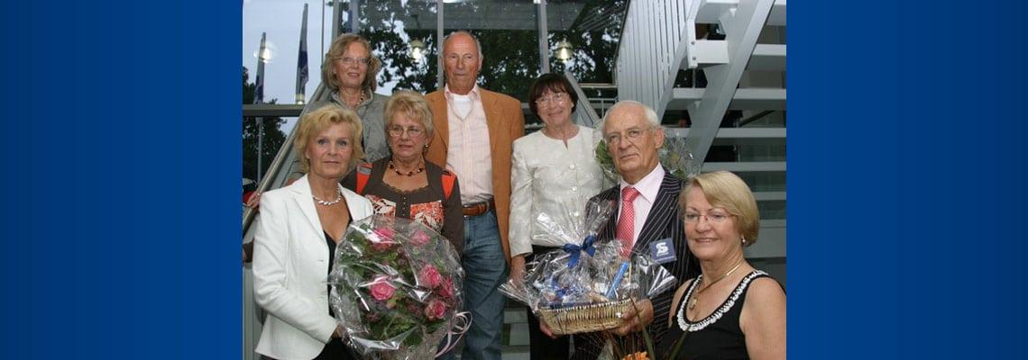 Die Ausstellung wurde eröffnet von Frau Monika Dohmen, 1. Vorsitzende des Kulturforum Wedel. Die Künstler Ulrike Grönewald, Hiltrud Schwarz, Erich Harms und Liane Hartmann freuen sich mit SECUMAR-Chef Jan-Ulrich Bernhardt mit Ehefrau Eleonore (v.l.n.r.)