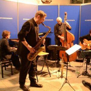 Ein Jazzquartett der Extraklasse: Frank Delle (Saxophon), Sandra Hempel (Gitarre), Thomas Biller (Kontrabass) und Buggy Braun (Klavier).