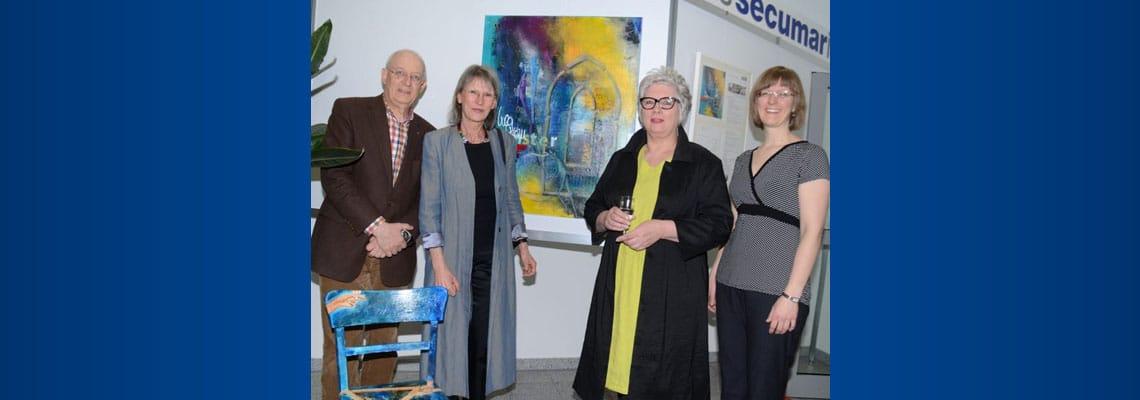 """Sie freuten sich über die große Resonanz auf die Ausstellung: Unternehmer und """"Teilzeit-Galerist"""" Jan-Ulrich Bernhardt, die Malerinnen Gisela Meyer Hahn und Ines Kollar sowie Pianistin Julia Bernhardt."""