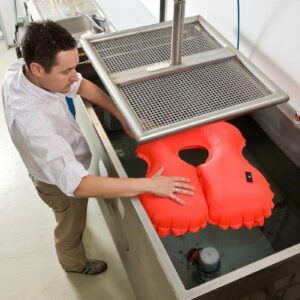 Measuring the flotation potential of the inflated bladder in Newtons (N).
