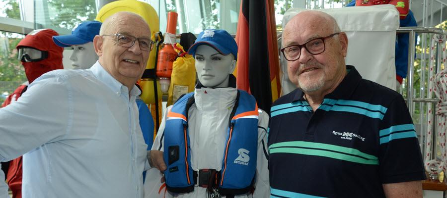 Jan-Ulrich Bernhardt (links) und Gene Paul Kleinefeld (rechts), international bekannter Künstler, der in Holm ausstellen wird.